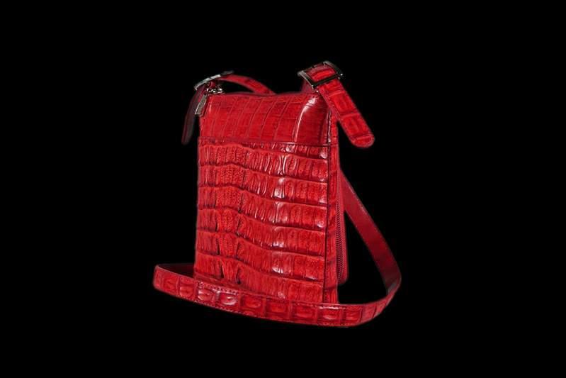 fa258a8124cb Кожаная полевая сумка. Сумка-планшетка ручной работы от Арт-Студии MJ Сумка  планшетного типа из крокодильей кожи красного цвета.