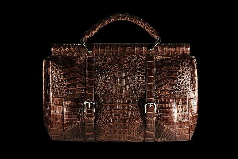fa9bd6c4c028 ... коричневой кожи каймана, крокодила, аллигатора... Любые расцветки и  размеры портфелей по индивидуальным заказам. Luxury Briefcase of Crocodile  Leather ...