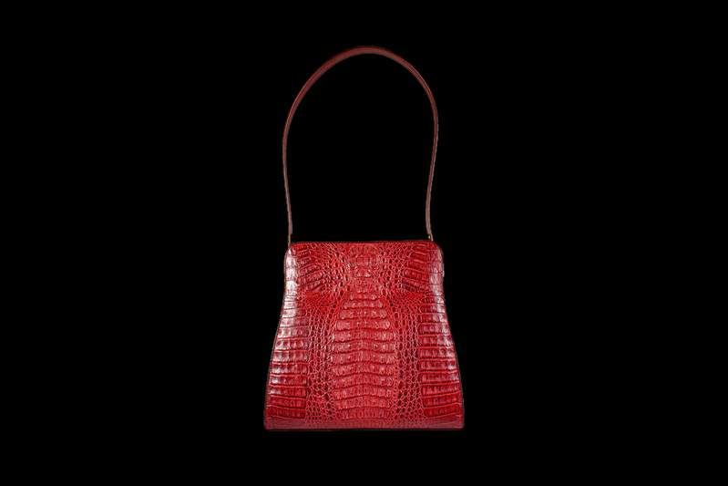 b5a9c5307015 Bag of the most expensive in the world of skin - the rarest subspecies of  crocodile skin - royal oris. Interior trim bags are also made from natural  smooth ...